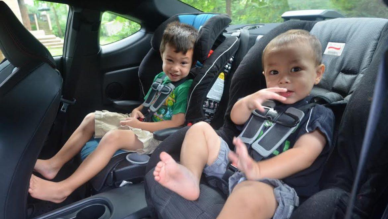 איך בוחרים כסא בטיחות לילד שני