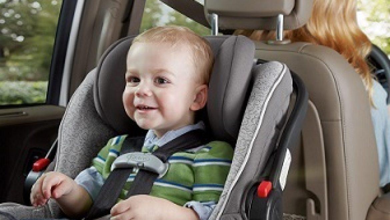 למה יותר בטוח להושיב את הילד נגד כיוון הנסיעה